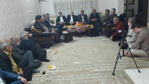 دیدار رزمندگان قدیمی گردان بلالی اهواز با خانواده شهید علیرضا انصاری و آزاده سرفراز حاج عبد الامیر انصاری+عکس